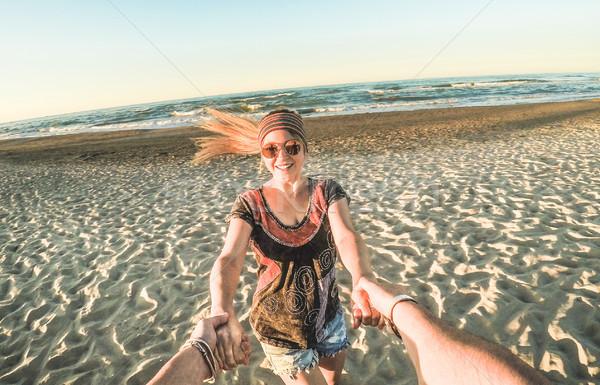 Kilátás fiatal hippi pár szórakozás tengerpart Stock fotó © DisobeyArt