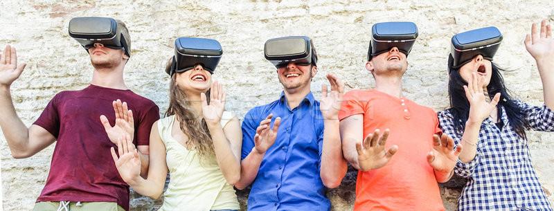 Foto d'archivio: Giovani · studenti · indossare · virtuale · realtà · occhiali