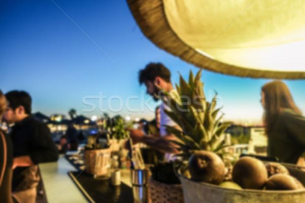 Wazig barman werken bar zonsondergang strand Stockfoto © DisobeyArt