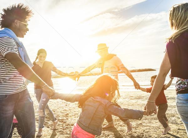 Due famiglie giocare bambini spiaggia Foto d'archivio © DisobeyArt