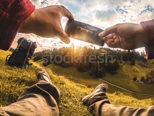 Fiatal hátizsákos turista elvesz fotó gyönyörű naplemente Stock fotó © DisobeyArt