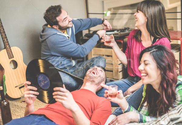 счастливым друзей вечеринка прослушивании Vintage виниловых Сток-фото © DisobeyArt