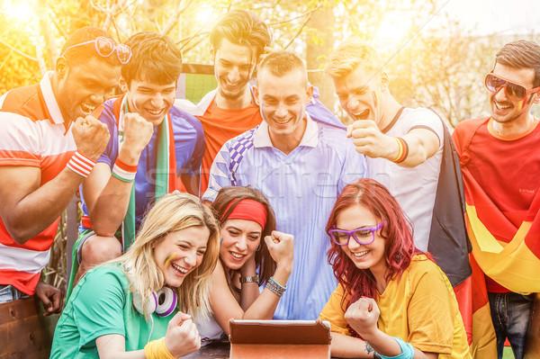 Diverso amigos deportes aficionados viendo Foto stock © DisobeyArt