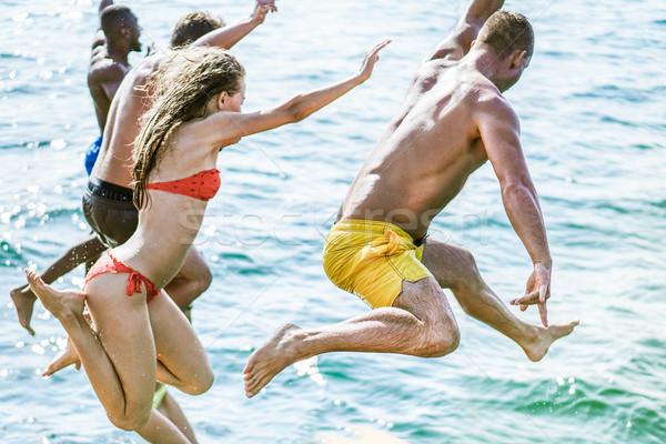 Jonge vrienden duiken zee water zeilen Stockfoto © DisobeyArt