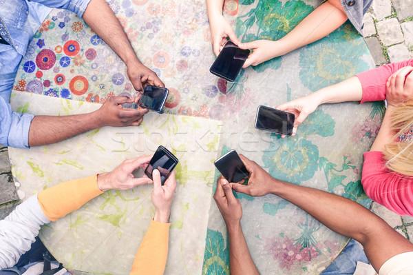 группа друзей мобильных wi-fi люди Бар Сток-фото © DisobeyArt