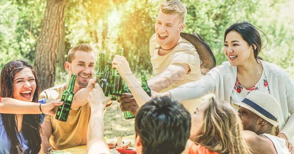 Stock fotó: Boldog · barátok · éljenez · sör · üvegek · szabadtér