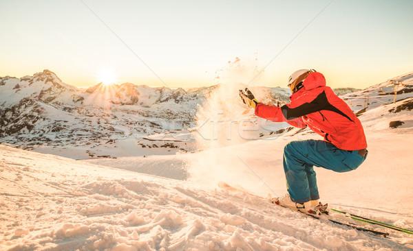 Skiër spelen sneeuw zonsondergang top berg Stockfoto © DisobeyArt