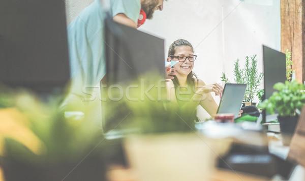 Fiatal csapatmunka számítógéphasználat kreatív iroda aromás Stock fotó © DisobeyArt