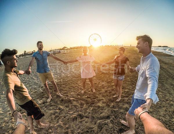 Görmek mutlu arkadaşlar plaj parti Stok fotoğraf © DisobeyArt