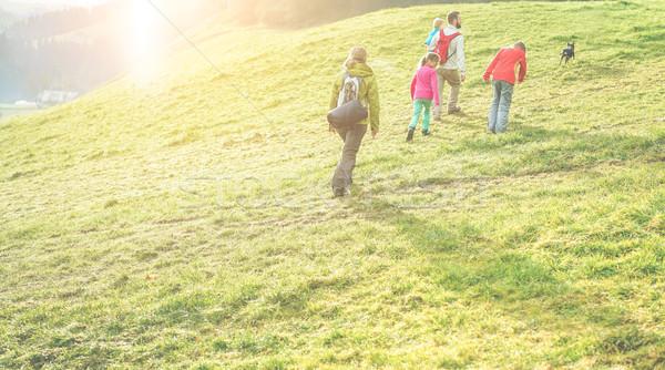 Famille trekking marche jour Suisse Photo stock © DisobeyArt
