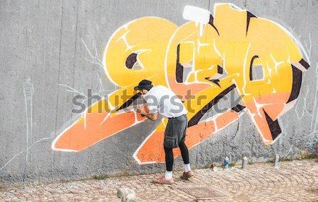 Stockfoto: Graffiti · kunstenaar · gezicht · schilderij · kleur · spray