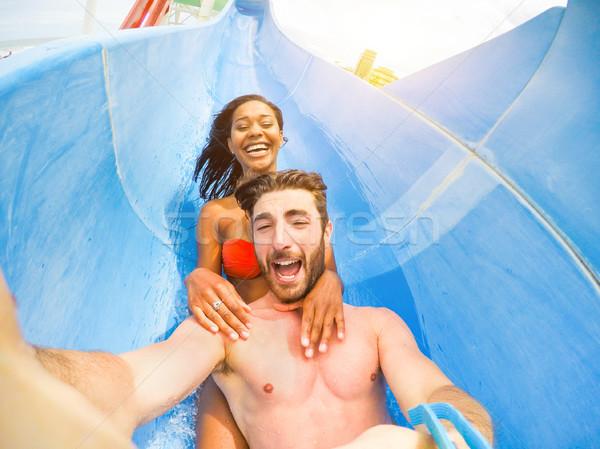 Młodych szczęśliwy znajomych parku Zdjęcia stock © DisobeyArt