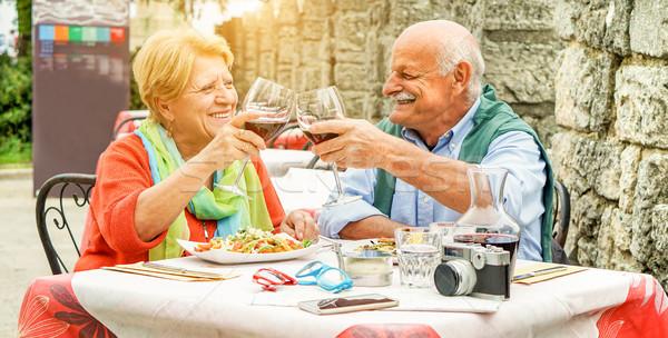 Szczęśliwy starszy para wino czerwone zewnątrz Zdjęcia stock © DisobeyArt