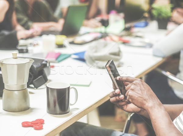 Stockfoto: Zwarte · man · mobiele · telefoon · startup · creatieve · kantoor