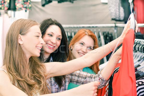 Fiatal gyönyörű nők heti ruha piac Stock fotó © DisobeyArt