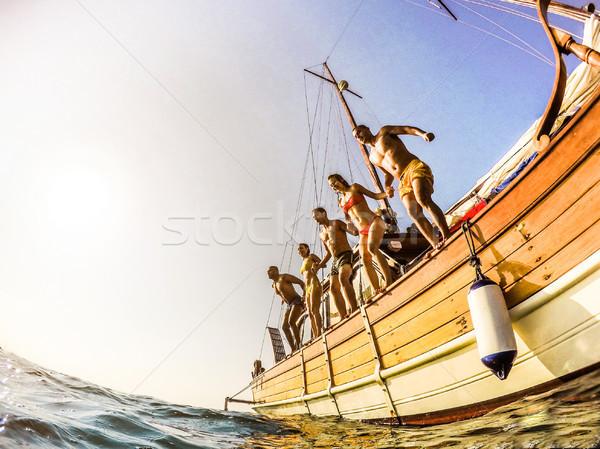 Fiatalok búvárkodik vitorlázik csónak tenger boldog Stock fotó © DisobeyArt