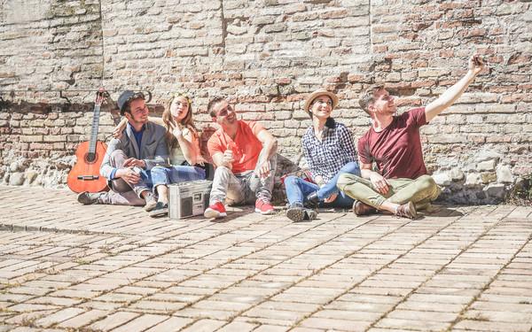 グループ トレンディー 友達 携帯 携帯電話 ストックフォト © DisobeyArt