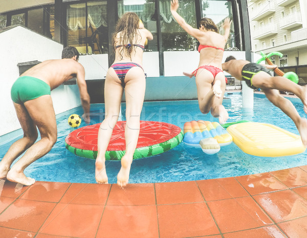 Stok fotoğraf: Mutlu · arkadaşlar · atlama · içinde · yüzme · havuzu · yaz