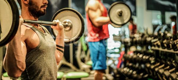 Znajomych szkolenia wewnątrz siłowni klub Zdjęcia stock © DisobeyArt