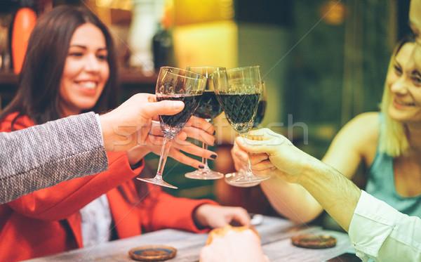 Grupy znajomych wino czerwone vintage bar Zdjęcia stock © DisobeyArt