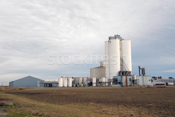 Raio refinaria céu campo fábrica industrial Foto stock © disorderly