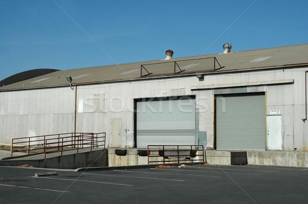 Quai industrielle bâtiment porte livraison Photo stock © disorderly