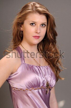 Esmer güzel genç kadın dalgalı kız Stok fotoğraf © disorderly