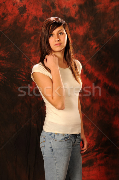 Genç güzel kahverengi genç kız beyaz üst Stok fotoğraf © disorderly