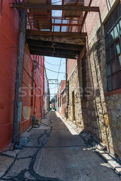 Gasse hinter Unternehmen Innenstadt Gebäude Ziegel Stock foto © disorderly