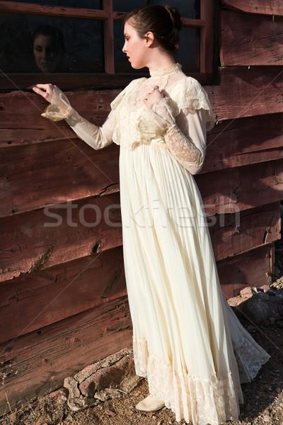 Elbise güzel esmer bağbozumu kız kadın Stok fotoğraf © disorderly