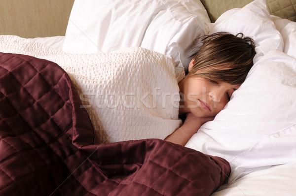 Snem młoda kobieta bed włosy hotel Zdjęcia stock © disorderly