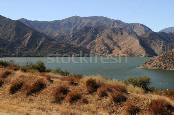 Piramidy jezioro zbiornik krajobraz góry wzgórza Zdjęcia stock © disorderly