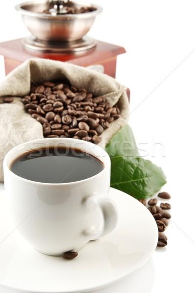 Foto stock: Taza · café · completo · granos · de · café · blanco · taza · de · café