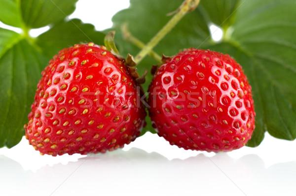 Twee geheel aardbeien bladeren witte voedsel Stockfoto © dla4