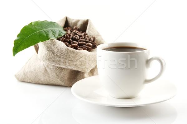Foto stock: Completo · granos · de · café · hoja · verde · taza · de · café · bolsa