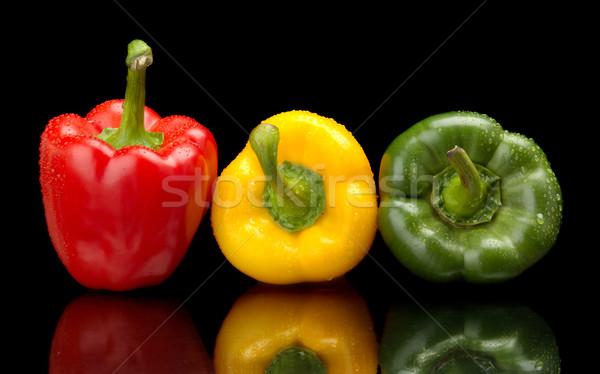 Nat bel paprika zwarte waterdruppels geïsoleerd Stockfoto © dla4