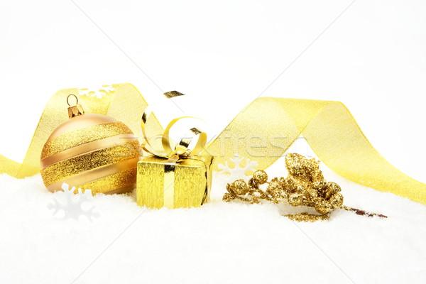 Gouden christmas bladeren geschenk sneeuw decoratie Stockfoto © dla4
