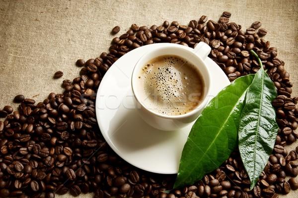 кофе пена Кубок бобов углу зеленый лист Сток-фото © dla4