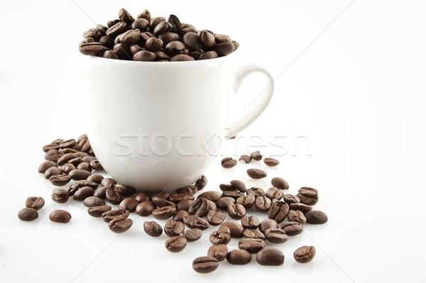 Xícara de café completo grãos de café branco isolado relaxar Foto stock © dla4