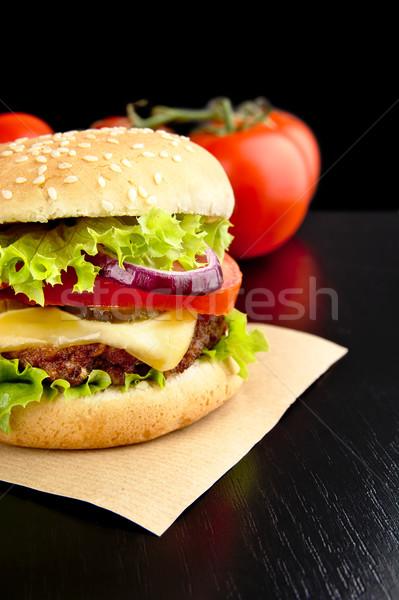 Sajtburger papír fából készült fekete asztal nagy Stock fotó © dla4