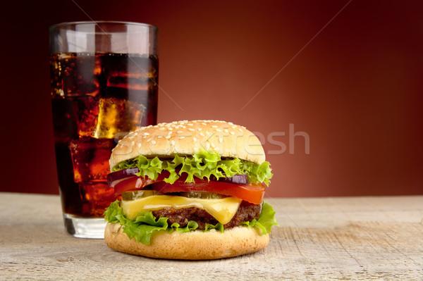 Grande cheeseburger vidro cola vermelho holofote Foto stock © dla4