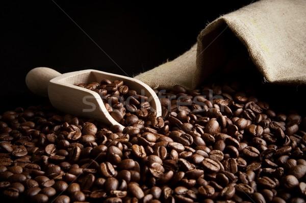 Bolsa completo granos de café negro espátula Foto stock © dla4