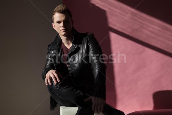 Portré divatos férfiak bőrdzseki bőr egyedül Stock fotó © dmitriisimakov