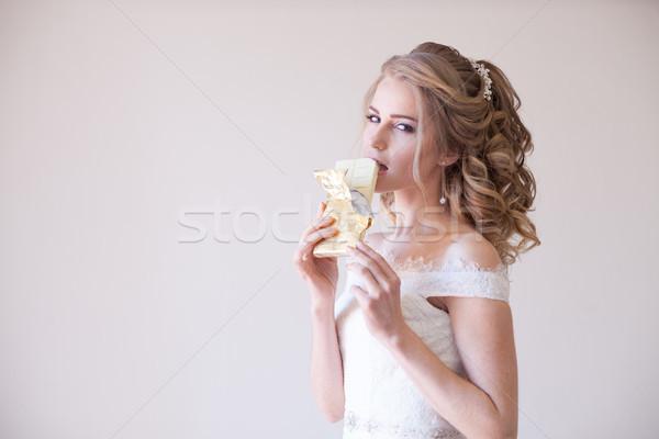 Oblubienicy suknia ślubna czekolady ręce kwiat Zdjęcia stock © dmitriisimakov