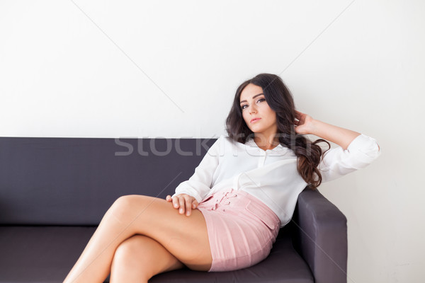 Iş kız kanepe ofis Internet mutlu Stok fotoğraf © dmitriisimakov