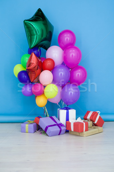 шаров подарки рождения празднования счастливым окна Сток-фото © dmitriisimakov