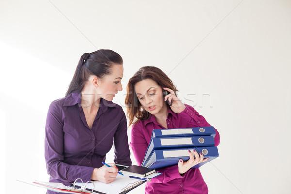 Secretaris directeur studeren documenten praten kantoor Stockfoto © dmitriisimakov