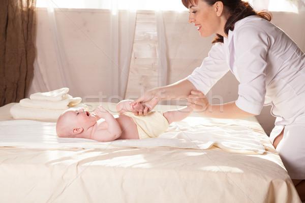 Pequeño nino bebé madre masaje manos Foto stock © dmitriisimakov
