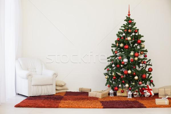 Foto stock: árvore · de · natal · branco · quarto · casa · natal · presentes