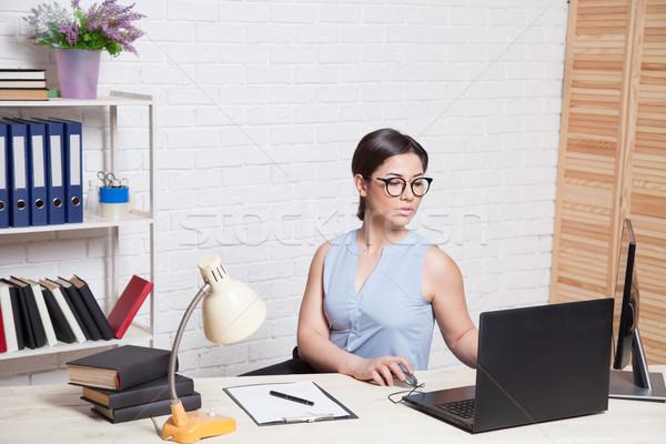 бизнеса девушки служба за столе компьютер Сток-фото © dmitriisimakov